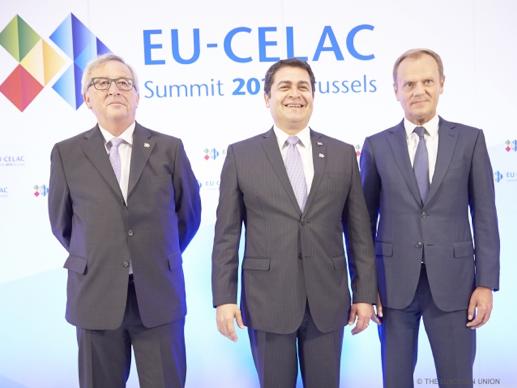 El Presidente de la Comisión Europea, Jean-Claude Juncker, el Presidente Juan O. Hernández y el Presidente del Consejo Europeo, Donald Tusk
